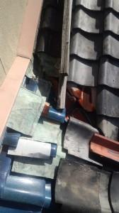 岸和田市雨漏り修理診断(谷樋の交換、地瓦葺き直し