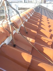S型瓦屋根の雨漏り調査