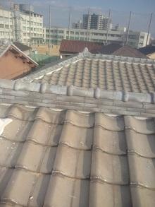 大阪府にて棟瓦の積み直し工事