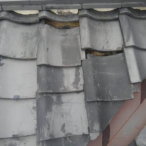屋根の谷瓦ズレからの雨漏り