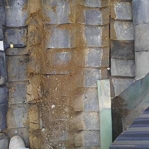 本葺き瓦屋根の土量過多雨漏り