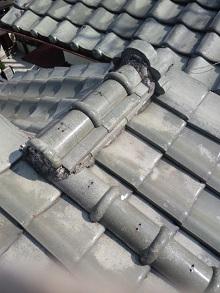 瓦屋根地割り不備からの雨漏り
