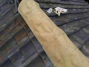 瓦屋根の雨漏り応急処置(八尾市)