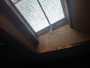 大阪市旭区の天窓雨漏り修理調査