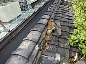 平野区にて雨漏りの応急処置工事
