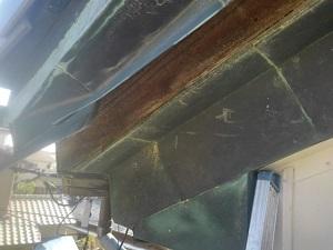 銅製破風と瓦屋根の応急修理