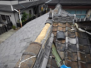 和泉市にて冠瓦の修理工事