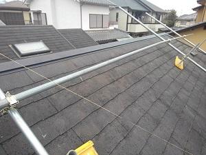 屋根材に塗装しても雨漏りは直りません