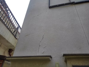 岸和田市の壁面修理調査