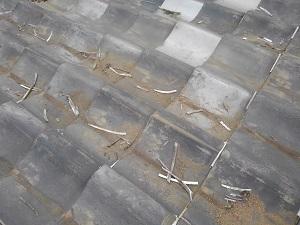 シリコンコーキングの付いた瓦屋根